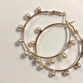 Hoops med perler ca 6 cm dia. ✨💗  Hentes på Islands Brygge eller sendes med PostNord på eget ansvar for 10 DKK 💌
