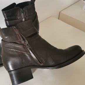 Lækre ankelstøvler fra Billi Bi i rigtig fin stand. Kun brugt få gange.