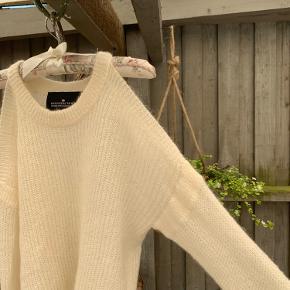 Flot Designer Remix sweater med huller ved skuldrende🍓🍓 aldrig brugt