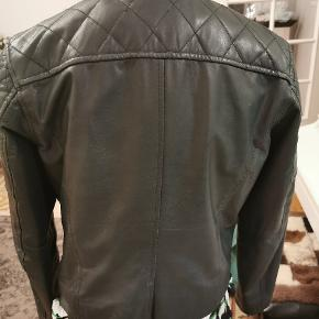 Ægte læder baker jakke , brugt ved særlige tilfælde, i flot stand.