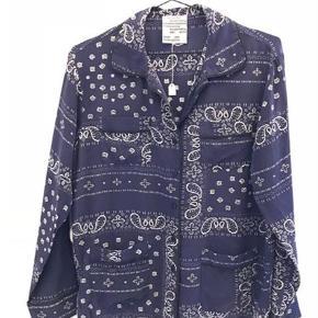 Varetype: Langærmet Farve: Blå  Super fin skjorte - som ny.  Mp 350 pp og evt ts gebyr  Jeg bytter ikke
