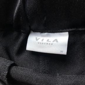 Sælger mine fine bukser. Har kun brugt dem én gang. De super lækre at have på.