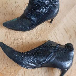 snørrestøvle: Secondhand fashion på Trendsales.
