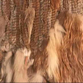 Flot poncho med ræv, kanin og vaskebjørn.  Som ny.  Nu og her 850! Den er så smuk 🤩