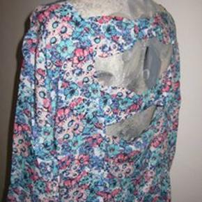 Ny South kjole str. 46 Bm 2x56 cm med lynlås i siden Længde 93 cm - 100% viscose - 90 kr. plus porto (m8684)