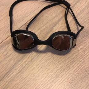 Næsten nye super fede svømmebriller med spejlglas