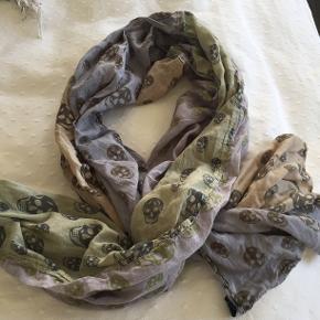 stort tørklæde  i bomuld med sculls  Farve: army, blå, grå, sand  Bytter ikke