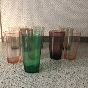 Skønne små vandglas i forskellige farver 12 stk.