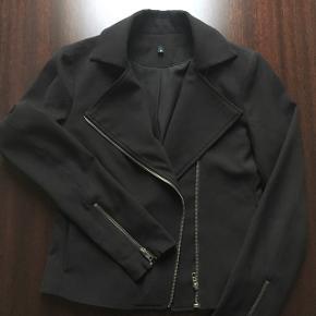 Sælger denne fine jakke Mener den er fra modstrøm, men mærket er ikke længere i Køber betaler fragt 🌸