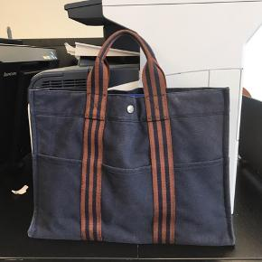 Selling my original Hermes Fourre tote Cabas Fabrik bag. Perfect for documents and laptop Slightly faded but still in good condition.  No kvittering yet 100 percent ægte No dustbag No trade as well