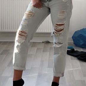 Ripped jeans. Desværre for små