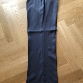Helt nye bukser som aldrig har været på men pris mærke er taget af.