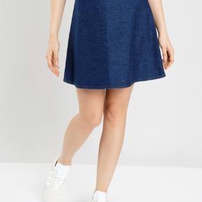 Stelly nederdel fra Mads Nørgaard. Den er kun brugt en enkelt gang og bliver solgt fordi den er for stor. Ny pris 900kr