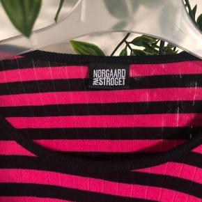 Sælger denne super fede Mads Nørgaard bluse, da jeg ikke får den brugt længere. Den er brugt, men i god stand.