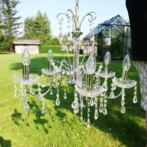 Virkelig smuk 5-armet krystal lysekrone. Afhentning 9670 Løgstør.