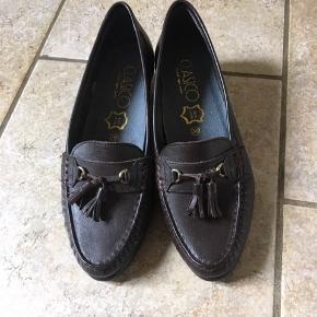 Retro brune læder hyttesko med lille hæl. Skoene fremstår næsten nye. Super søde
