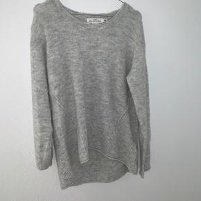 Strik/Sweater fra H&M L.O.G.G linjen. Den er str M og aldrig brugt. Ny pris var 300 Skriv for flere billeder eller hvis du har et bud.