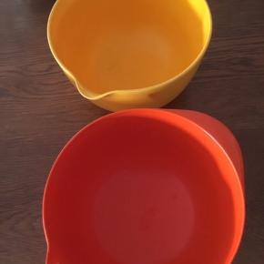 Rosti skåle 45 kr stk, den orange 3 liter, den gule 2,5 liter