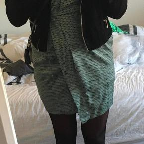 Kjolen er lille i str. jeg bruger S/M. Fejler intet 😊