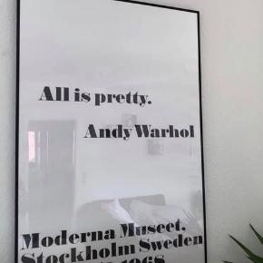 Andy Warhol plakat.  Hængt i ramme. Ingen misfarvning eller revner. fremstår som ny. Sendes i plakatrør eller afhentes i Århus c