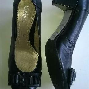 Gabor , aldrig brugt skind / læder Super behagelige og lækre sko i god kvalitet fra Gabor. Nypris 900 kr   Str. 4 ****SE OGSÅ MINE ANDRE ANNONCER****  Følg gerne min shop hvor der løbende kommer nye annoncer 😊