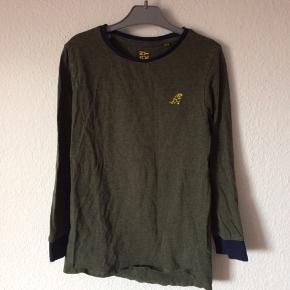 Next - bluse Str. 116 Næsten som ny Farve: mørkegrøn Køber betaler Porto!  >ER ÅBEN FOR BUD<  •Se også mine andre annoncer•  BYTTER IKKE!