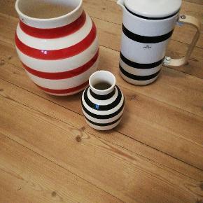 Lille 12cm vase sort - 50kr Stor 20cm vase rød - 100kr  Stempelkande: 200kr Alle tre 300kr :-)
