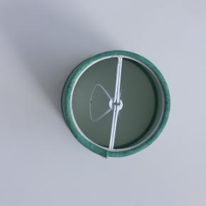 Højde og diameter er ca. 11 cm.  Hentes i Roskilde eller sender med DAO mod betaling af fragt.