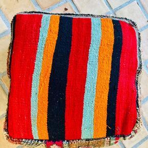Marokkansk vintage pouf fra 90erne. Perfekt stand