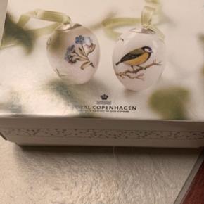 Royal Copenhagen påskeæg i dobbeltæske  Et samler objekt / 1 sortering  / udgåede æg fra ;;  2009 FOR-GLMIG-EJ / MUSVIT (1249 777) Sender .+ Porto 38 kr