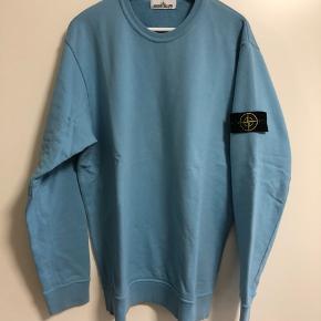 Sælger her min Stone Island trøje i XXL fitter xl. Den har været brugt 2 gange stand:10/10 ingen brugsmærker.  Super lækker. Nypris:1600kr. Pris er med forsendelse via dao.