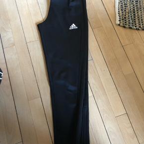 Adidas bukser str 11/12 år (146/152) -sorte