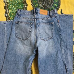 Yoko jeans fra monki, størrelse 26 I lys blå denim
