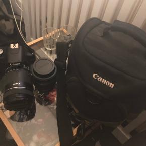 Jeg sælger dette fine Canon eos 500d spejlrefleks kamera.Der er 2 linser der medfølger 18-135 mm og 18 til 18-55 mm linse.  Udover det medfølger der fin Canon kamera taske, oplader til batteri, batteri og et overførsel kabel til en pc.   Kvittering og taske er desværre væk.  BYD