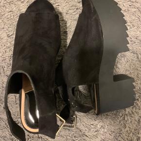 Skønne sandaler sælges. aldrig brugt.
