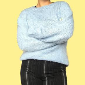Lyseblå sweater S-L 150 kr.  Sender med DAO Bytter ikke Køber betaler fragten