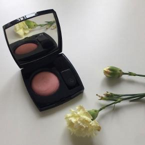 """Sælger denne blush fra Chanel """"Joues contraste"""". Farven er nr. 56 og hedder Tea Rose.  Byd :-)"""