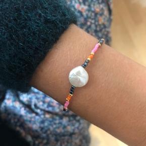 Perle armbånd 🐚 ferskvandsperle Lås: Sterling sølv (25kr) Mål: 17 cm Prisen er fast og inkl Porto med postnord