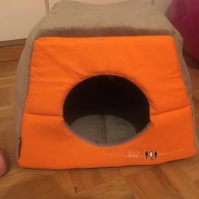 Petit maison pour chat ! J'en ai déjà tellement ... est propre comme tout