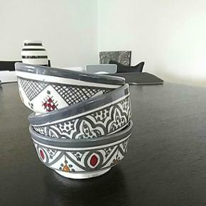 Fine små skåle købte i Marokko. 10,5x5cm. Nye. Sælges samlet for 125/3stk. Flere farver haves.