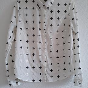 Fin skjorte i let stof 🌸