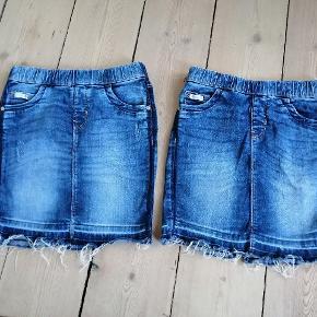 2 nederdele i jeans stof. Pæne og i orden brugt henover et par mdr i sommeren. Prisen er 40.- pr nederdel. Str 134/146. Røgfrit hjem. Varen kan sendes. TS gebyr betaler køber samt porto hvis varen ikke afhentes.