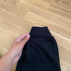 Sorte joggingbukser / sweatpants fra Stadium   Str: M Farve: sort  Stand: brugt få gange