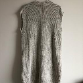 Long vest Size 36 grey knit (could be used as a dress)  Baum Und Pferdgarten New price 1.999,00 DKK