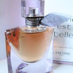Lancôme La Vie Est Belle Intense EDP 50 ml. Kun testet, så som ny i original æske. Købspris 665kr