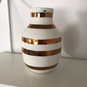 Lille Kähler vase med kobber striber