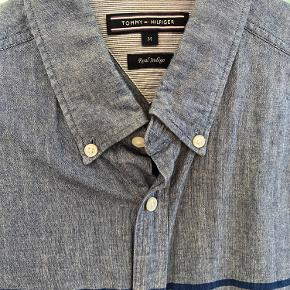 Super nice shirt from real indigo, perfect cotton material. Barely worn fits both M/L people.
