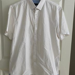 Zara kortærmet skjorte i str. XL. Brugt 3 gange maks