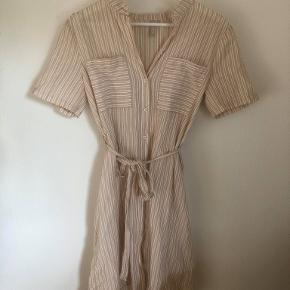 Stribet skjortekjole med bindebånd