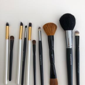 Sælger disse makeup børster til forskelligt brug. Sælges primært samlet, men skriv for interesse ved enkeltkøb